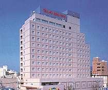 甲府盆地に聳え立つ都市型ホテル