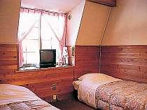 木の香漂う明るいお部屋でくつろいで