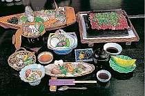 3名以上なら造りは舟盛です 会席例(写真の舟盛・瓦焼きは4名分です)メニューは毎月変更になります,兵庫県,加古川温泉 みとろ荘