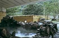 四季折々の景色を楽しみながら、のんびり露天風呂に浸かってみませんか。