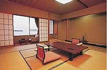 和みの客室。落ち着いた雰囲気が漂う居心地の良い空間