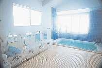 人工温泉の浴場も広くて明るくって清潔
