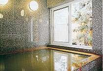 天然温泉100%を贅沢に掛け流しで堪能できるお風呂