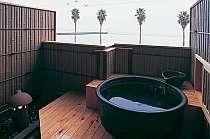 晴れた日には対岸の三重県の山々までごらんいただける貸切露天風呂