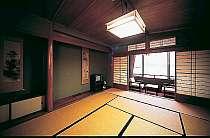 各部屋こだわりの構造で天井の模様はすべて異なります。