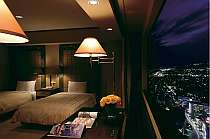 お部屋から美しい夜景が眺められる