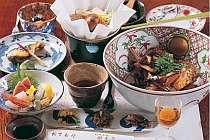 季節の主人おまかせ懐石例。老舗料亭で磨いた腕を披露!手間隙掛けた料理をご提供。
