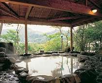 金時山を望む絶景の露天風呂