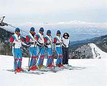 *ゲレンデのスキースクールのスタッフ。初心者でも安心のゲレンデです♪