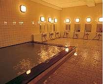 男女別大浴場。活性石温泉男女2ヶ所ずつ