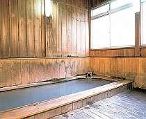 檜風呂「宝の湯」。糖尿病や婦人病によい湯です