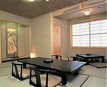 緑色のファブリックで統一された2階客室