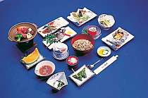 『夕食一例』桜刺し(馬刺し)もついたボリュームある食事