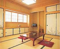 静かに落ち着いて過ごせる檜造りの和室