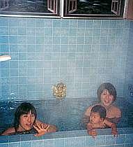 広々とした浴室は別名「エンジェルの湯」と呼ばれている