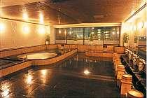 御影石の豪華な温泉大浴場(入浴は24時に閉店)
