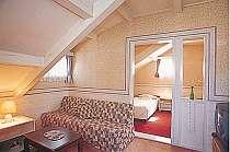 屋根裏部屋風の客室は女性に人気