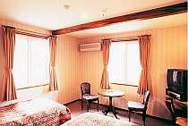 ホテル仕様のツインルーム