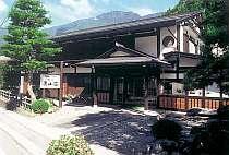 新平湯の中心地に位置する宿『美山荘』