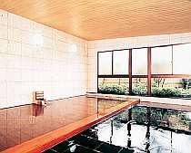 [写真]男性大浴場(総檜)