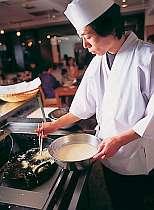 お食事処で揚げたての公魚天ぷらが好評。