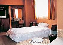 広々シングルルーム&クイーンサイズベッド