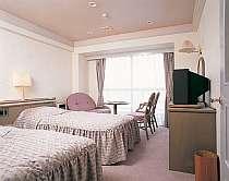 ツインベッド+和室+ミニキッチン