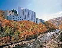 【秋・渓谷側】秋の定山渓はまさに絶景!木々の彩りに心がなごみます♪
