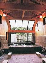 当館自慢の高い天井と御影石のお風呂。24h入浴可