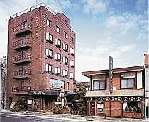 駅や繁華街に近く、アットホームな雰囲気のホテル