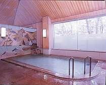 [写真]効能豊かな天然温泉をゆったり楽しめる風呂