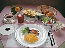 朝食プランの例。季節のデザート付
