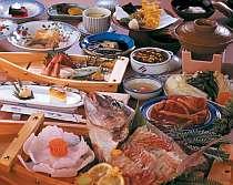 たっぷりの海鮮とお肉を味わえる。
