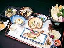 山菜、川魚、鍋料理とお袋の味が自慢のお宿