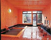 男女別の内湯・露天風呂でも温泉を