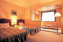 畳のスペースがうれしい和洋室