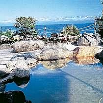 眼下に富山湾、立山連峰が一望の露天風呂
