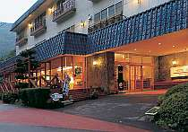 ウッドデッキのある安らぎの山のホテル