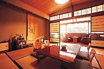 清潔感溢れる和室。全室から川が見える