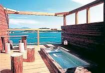 島の醤油倉で使われていた木材を浴槽に「醤の湯」