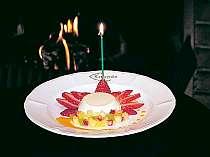 お誕生日や記念日に合わせてデザートをアレンジ。プレートにチョコレートでお名前を入れることも出来ます