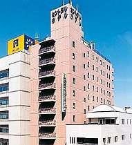 駅から徒歩3分 免震構造で安心のホテル