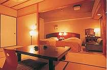 西館和洋室(1) 河口湖眺望喫煙和洋室 (6名様定員)畳8畳+ヘ゛ット゛2台