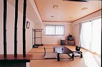 駅近くのホテルで珍しい和室を完備。4名様まで対応でグループやご家族に最適です。