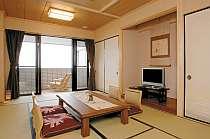 海側バルコニー付き和室「虹」。海一望のお部屋です★