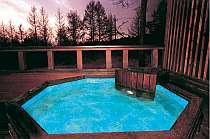 美しい景色と自然に囲まれた貸切露天風呂