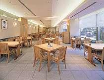 「和食処 梅林」は、リーズナブルな昼の定食や夜は日本中のお酒が楽しめる