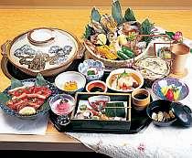 蟹、海老、和牛等、旬の魚貝を炙りながらお召し上がりいただく海鮮浜焼き会席の一例(イメージ)