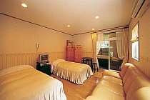 新館・ルナ フォレストビューの芦野石造り露天風呂付き客室一例、ツイン