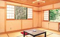 広い和室は家族でもゆったり。冬は全室コタツ付